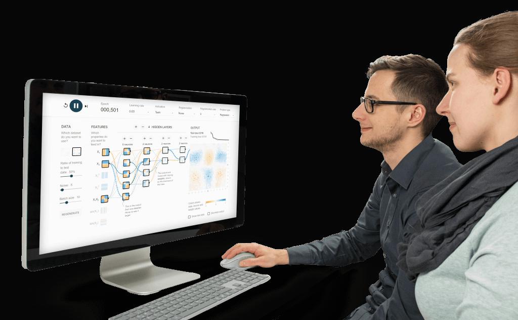 Softwareentwickler schauen auf Bildschirm mit Machine Learning Modellen