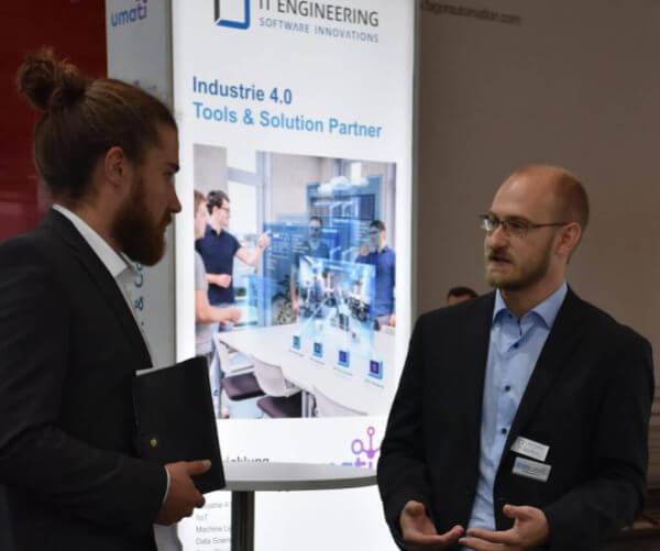 iTE SI Kollege im Gespräch mit Interessenten auf EMO 2019