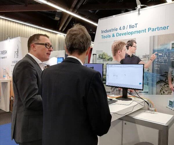 iTE SI Geschäftsführer Wolfram Schäfer im Gespräch mit Interessenten auf SPS 2019